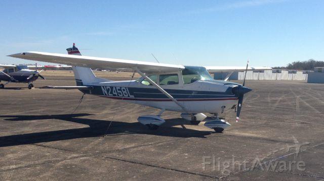 Cessna Skyhawk (N2458L)