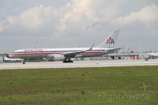 BOEING 767-200 (N639AA)