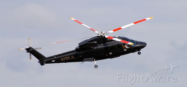 Sikorsky S-76 (N722JE)