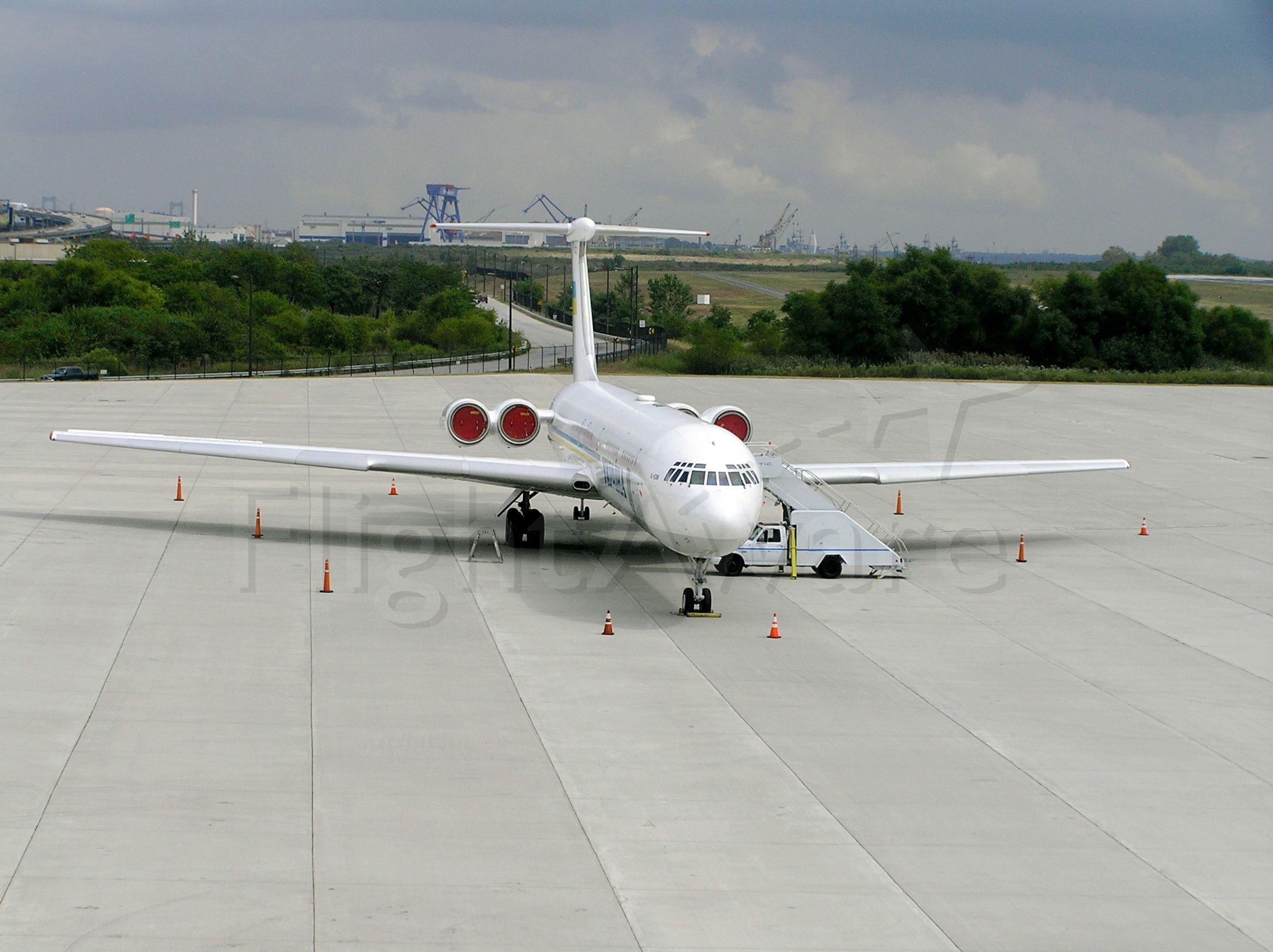 Ilyushin Il-62 (UR-86528)