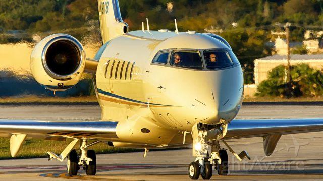 Bombardier Challenger 300 (N797CB)