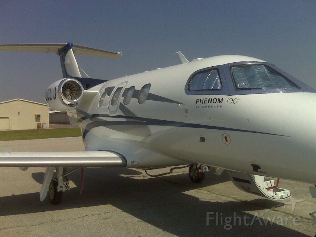 Embraer Phenom 100 (N300LJ)
