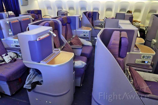 BOEING 777-300 (HS-TKL) - Business Class cabin