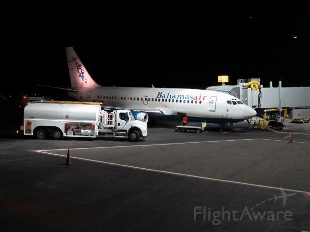 Boeing 737-700 (C6-BFM)