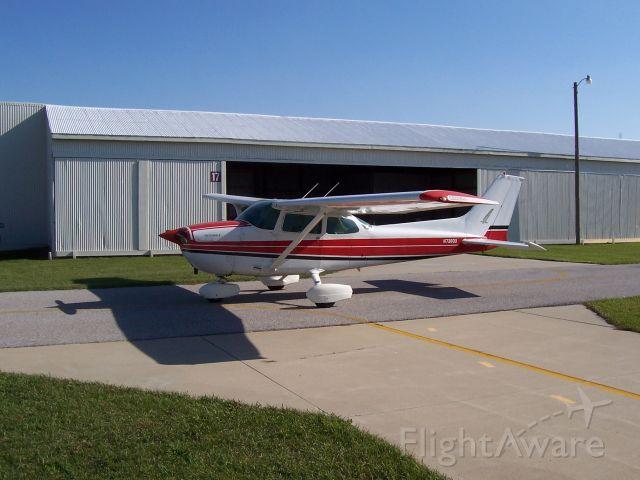 Cessna Skyhawk (N738QU)