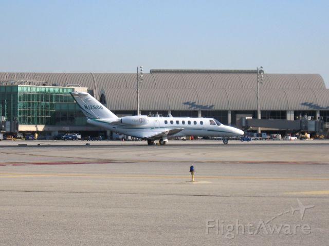 Cessna Citation CJ3 (N125DG) - Holding on RWY 19R