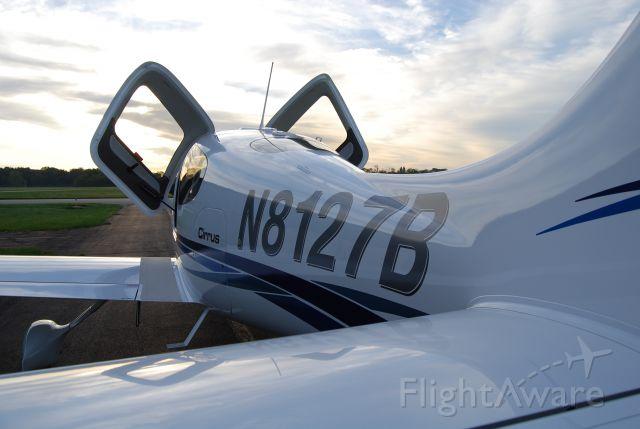 Cirrus SR-20 (N8127B)