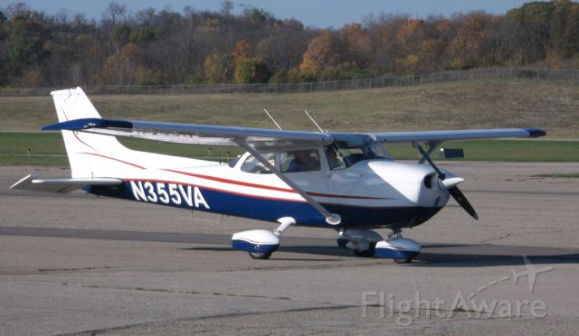 Cessna Skyhawk (N355VA) - just completed a flight and shutting down at Butler County (Cincinnati) Ohio