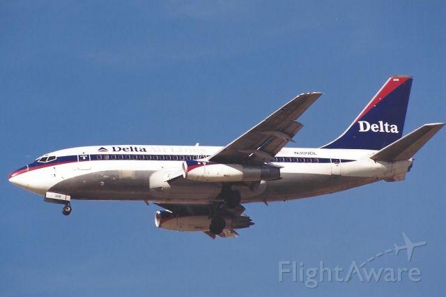 Boeing 737-200 (N309DL)