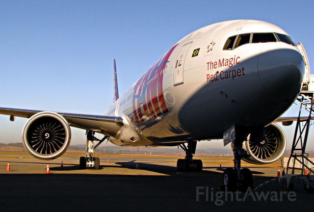 BOEING 777-300 (PT-MUI) - Primeiro Pouso em solo Brasileiro.