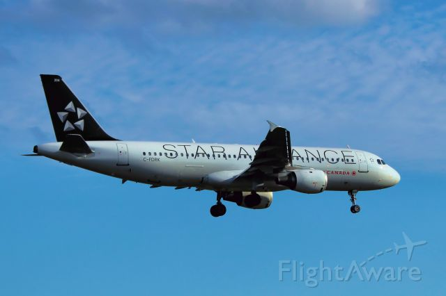 Airbus A320 (C-FDRK) - Arriving from Vancouver International Airport