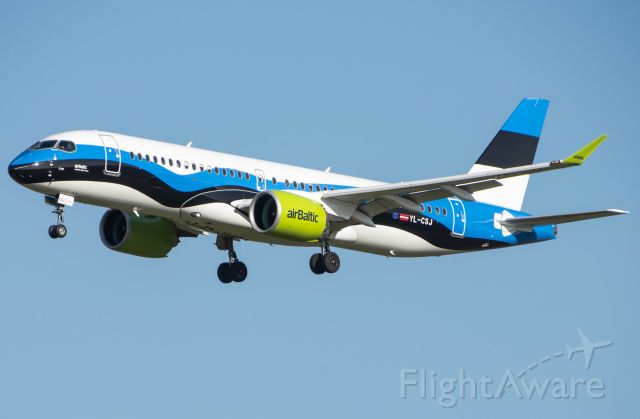 Airbus A220-300 (YL-CSJ)