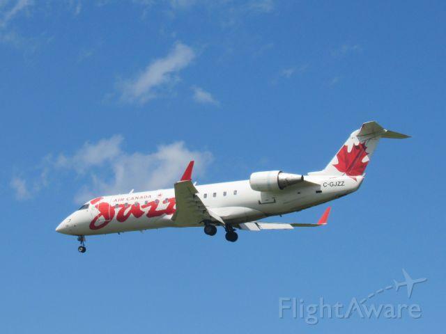 Canadair Regional Jet CRJ-200 (C-GJZZ)