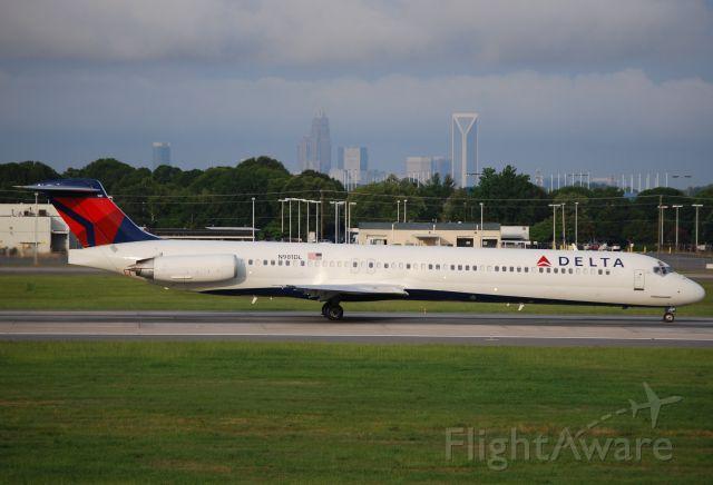 McDonnell Douglas MD-88 (N981DL) - Taking off 18C - 7/18/15