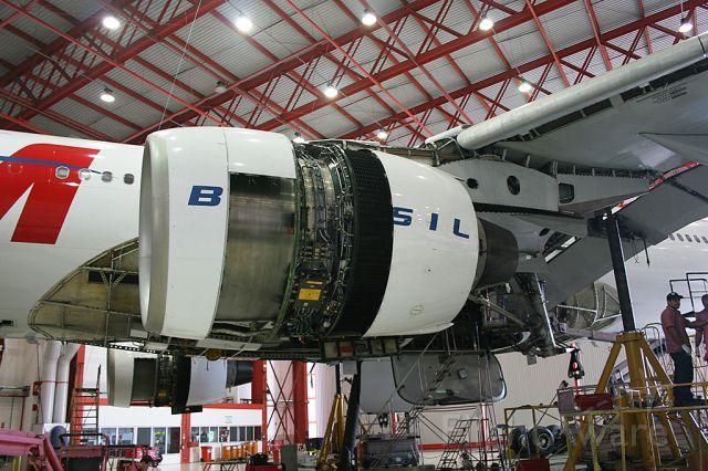 Airbus A330-300 (PT-MVA)