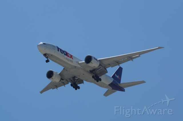 BOEING 777-200LR (N843FD)