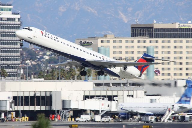 McDonnell Douglas MD-80 (N905DA) - Took off from 25R