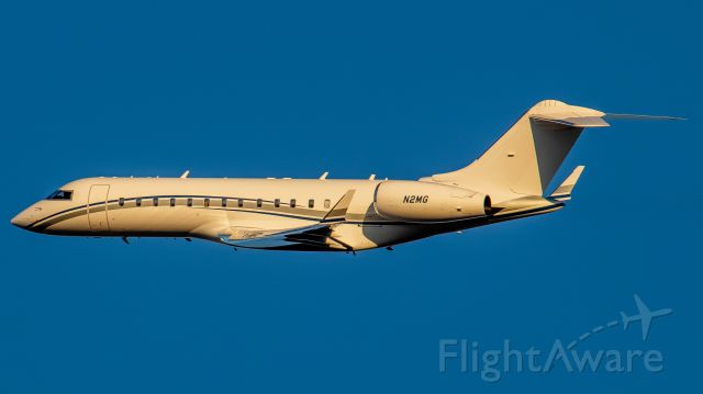 """Bombardier Global Express (N2MG) - December 5, 2018, Nashville, TN -- This Bombardier BD-700-1A10 is turning left and """"going around"""" after an attepmt to land north. This photo was taken from the Vultee OBS Lot. Uploaded in low-resolution. Full resolution is available at cowman615 at Gmail dot com. cowman615@gmail.com"""