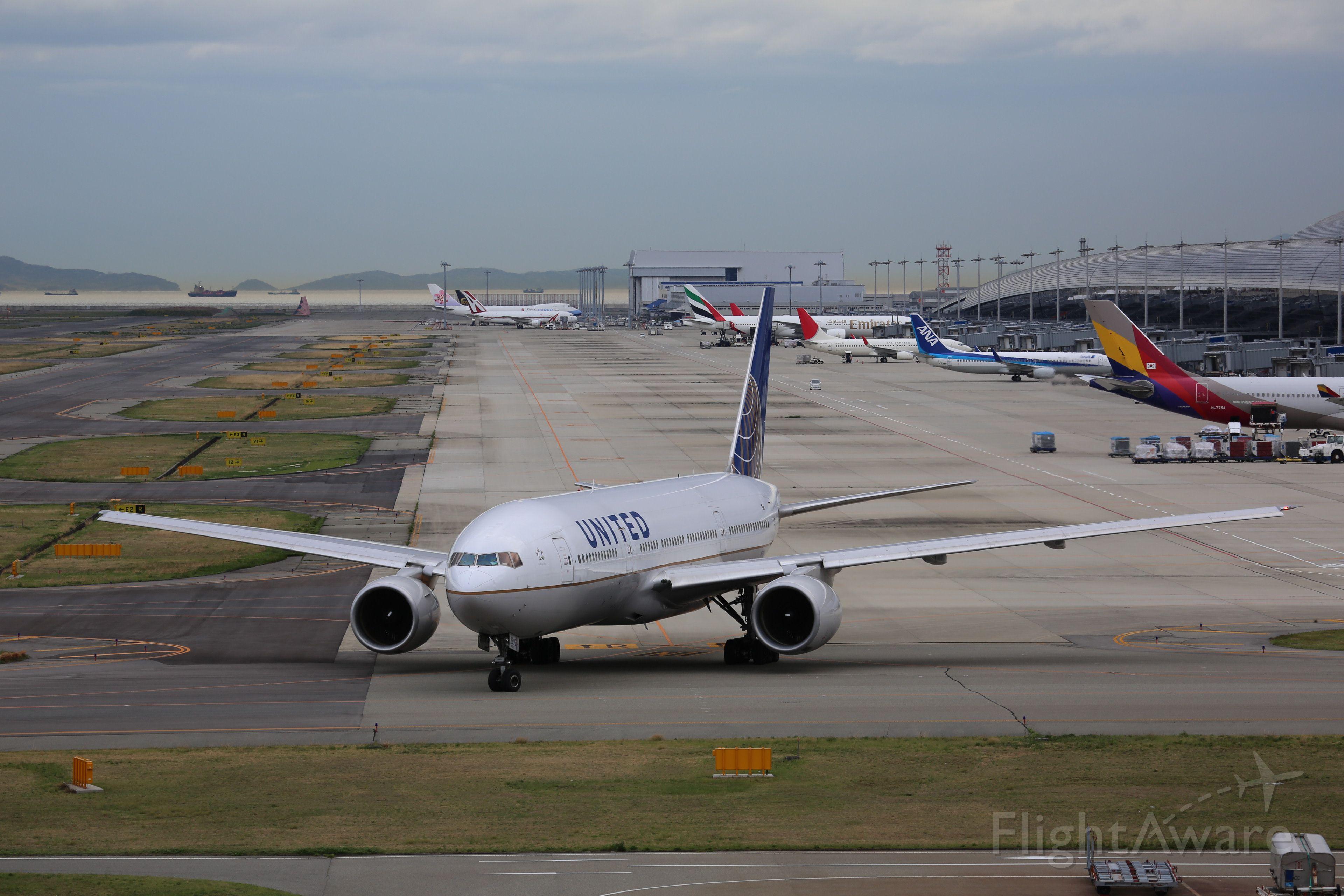 Boeing 777-200 (N793UA)
