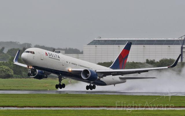 BOEING 767-300 (N156DL) - delta b767-3 n156dl dep shannon in bad weather 19/6/16.