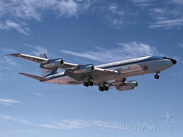 Boeing 707-300 (72-7000) - Air Force One bringing Richard Nixon to Phoenix.