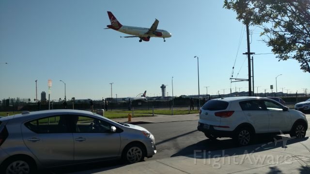 Airbus A320 (N847VA) - N847VA landing at LAX RWY 24R