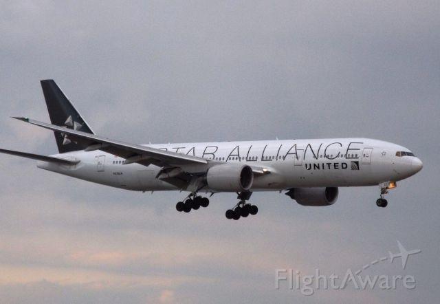 Boeing 777-200 (N218UA)