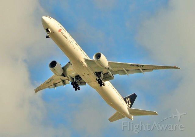 Boeing 777-200 (B-2032) - Air China