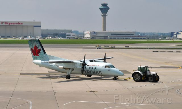 de Havilland Dash 8-100 (C-FPON) - Air Canada Express De Havilland Canada DHC-8-102 Dash 8 C-FPON in Toronto