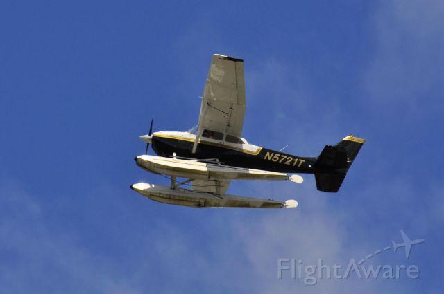 Cessna Skyhawk (N5721T) - Seattle Seaplanes Cessna 172E N5721T flying over Seattle