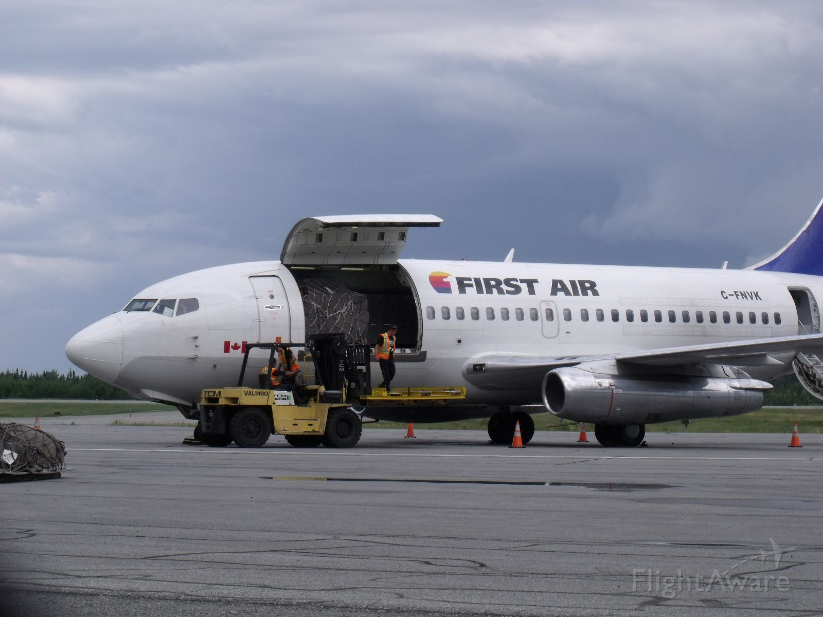 Boeing 737-200 (C-FNVK) - First Air Boeing 737-200 combi to Montréal-Trudeau (YUL)