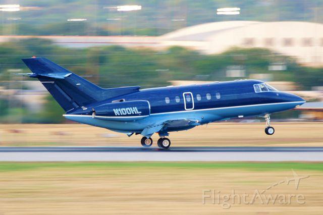 Raytheon Hawker 800 (N100HL) - 12R arrival.