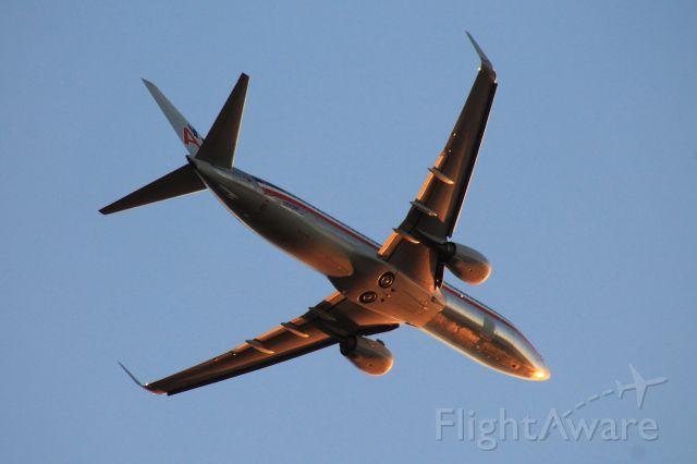 Boeing 737-800 (N880NN)
