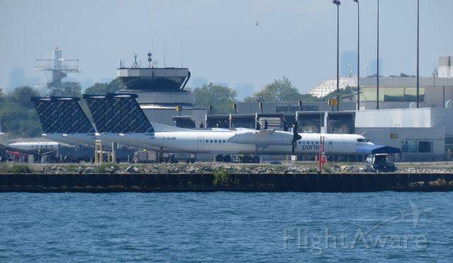 de Havilland Dash 8-400 (C-GLQB)