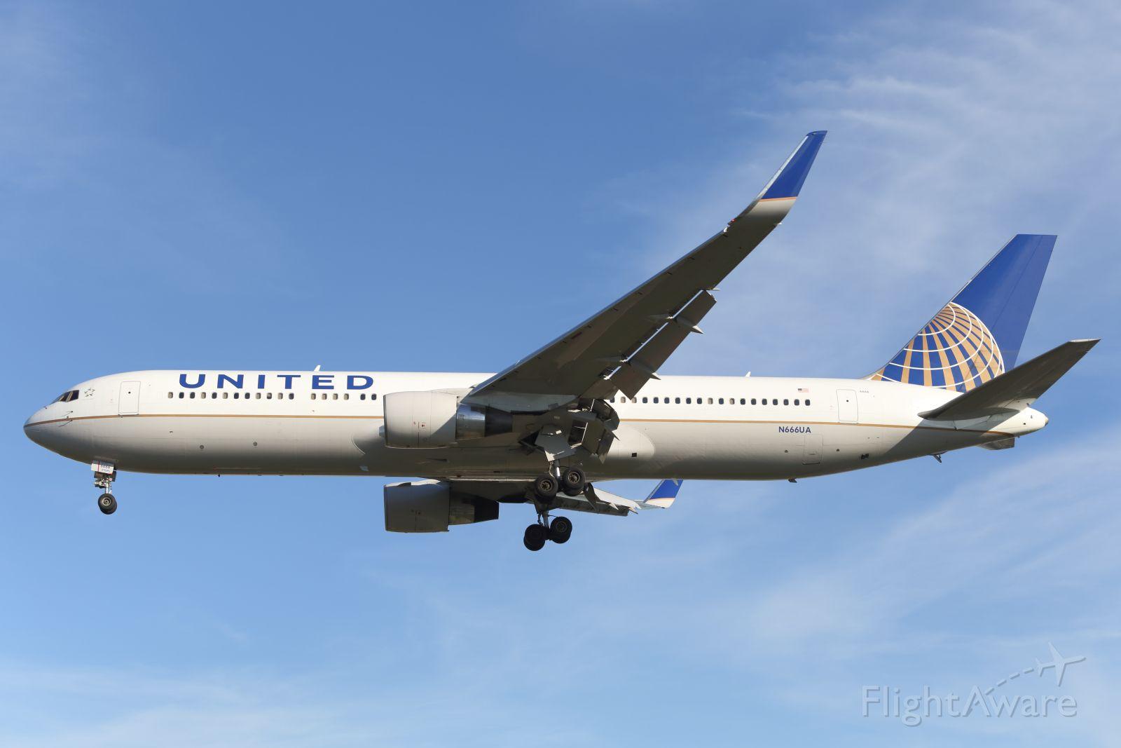 BOEING 767-300 (N666UA) - United, B767-300ER, approaches LHR.