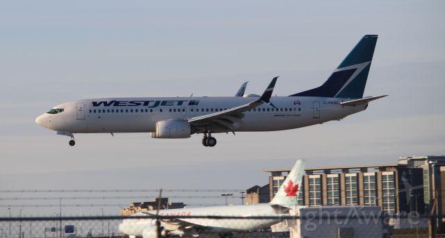 Boeing 737-800 (C-FKRF)
