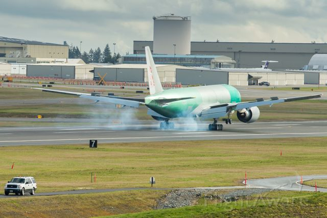 BOEING 777-200LR (B-2097) - Tire smokes coming out just at touch-down