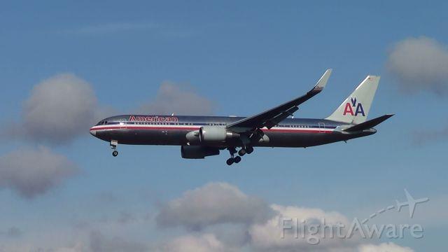 BOEING 767-300 (N344AN) - Aeronave procedente de Miami (EUA) , pousando no Aeroporto de Confins