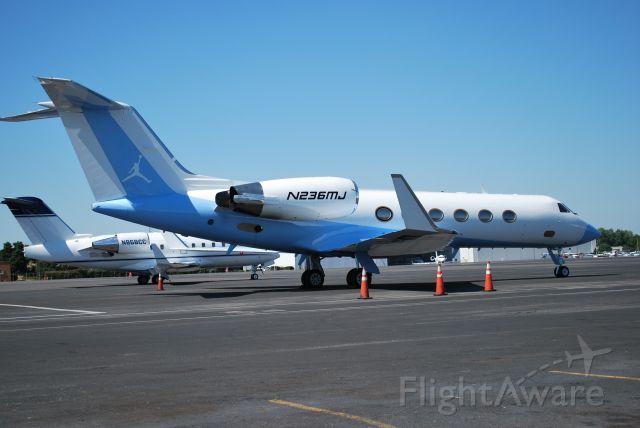 Gulfstream Aerospace Gulfstream IV (N236MJ) - RED LINE AIR LLC  / Michael Jordan