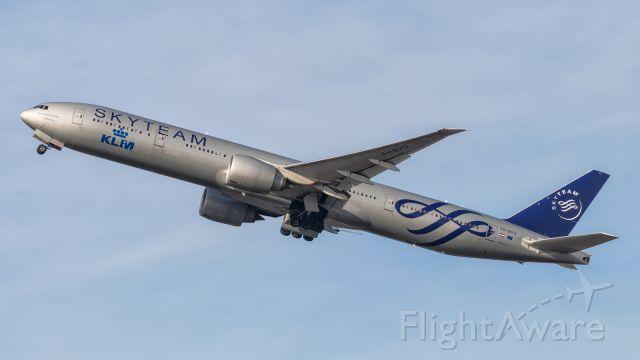 BOEING 777-300ER (PH-BVD)