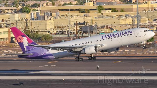 BOEING 767-300 (N594HA) - Last wingletless 767 left in HAL fleet rotating out of Phoenix for Honululu
