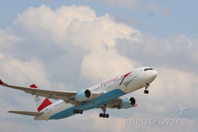 BOEING 767-300 (OE-LAW) - Austrian B763 climbing out of KRFD after being diverted from KORD