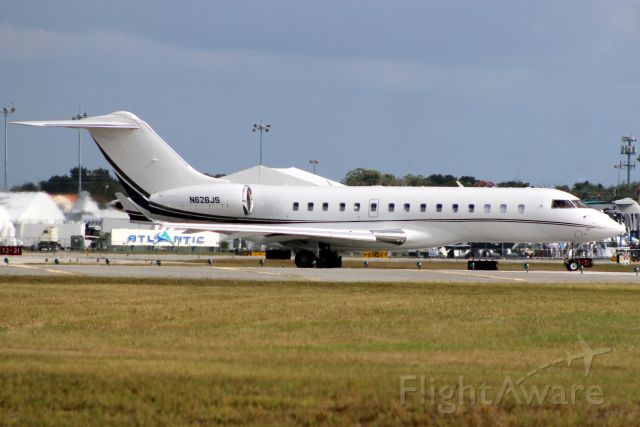Bombardier Global Express (N626JS) - Lining up to depart rwy 7 on 2-Nov-16 returning to KBED after an overnight visit.