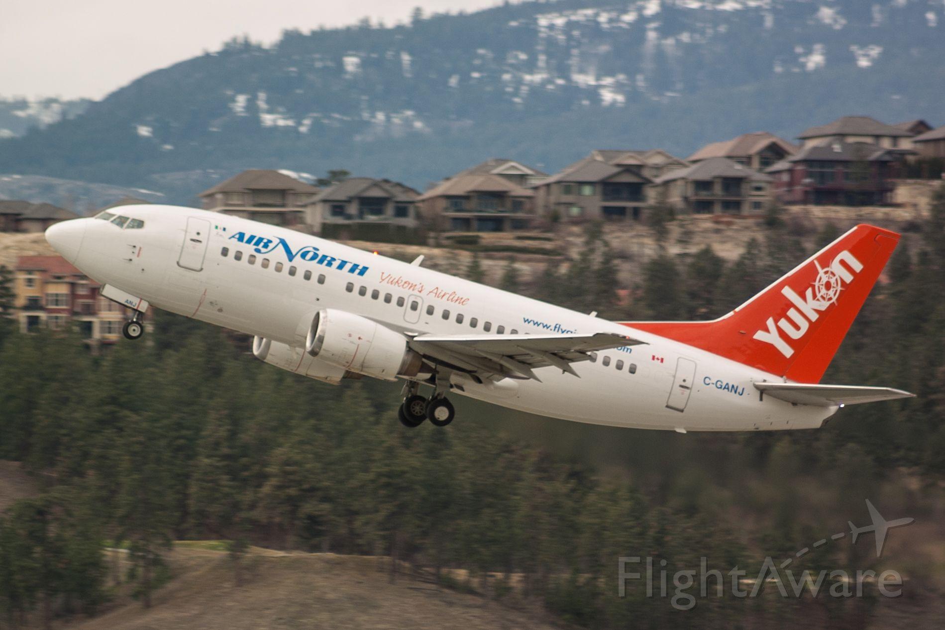 Boeing 737-500 (C-GANJ) - Beacon