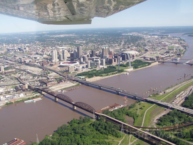 Cessna Centurion (N2262S) - St. Louis Arch and the old Busch Stadium.