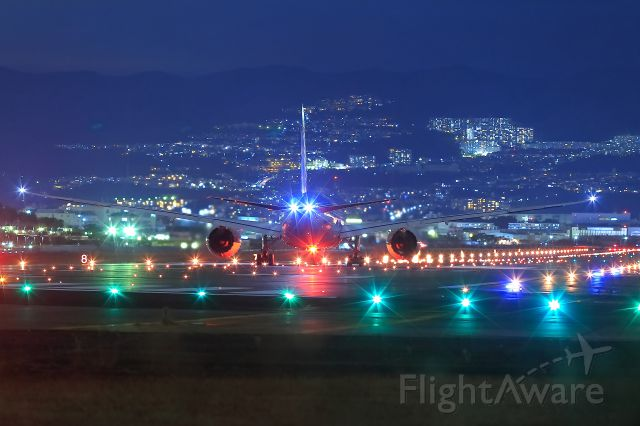 Boeing 787-8 (JA812A) - Shining ITAMI Airport with ANA B787..