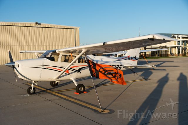 Cessna Skyhawk (N5518G)