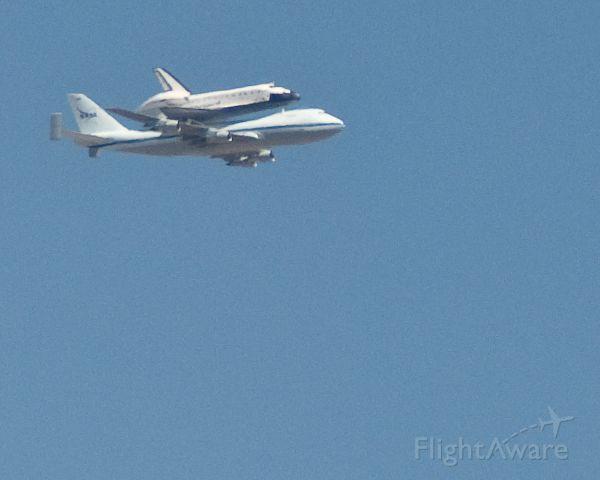 BOEING 747-100 (N905NA) - NASA 905 carrying Shuttle Atlantis during flyover of White Sands Space Harbor on June 1, 2009.