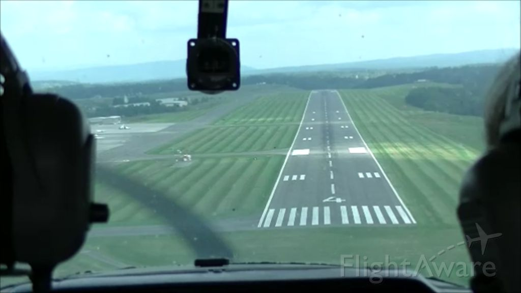 Cessna Commuter (N22648) - Short final, runway 4 at Lewisburg, WV