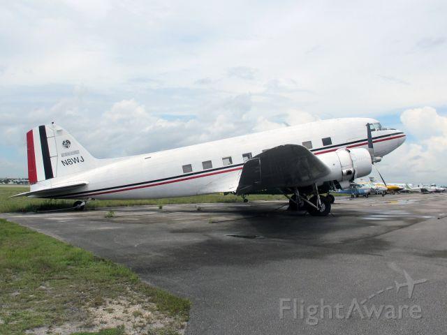 Douglas DC-3 (N8WJ)